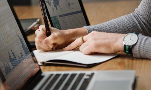 analysis-banking-businesswoman-1451448